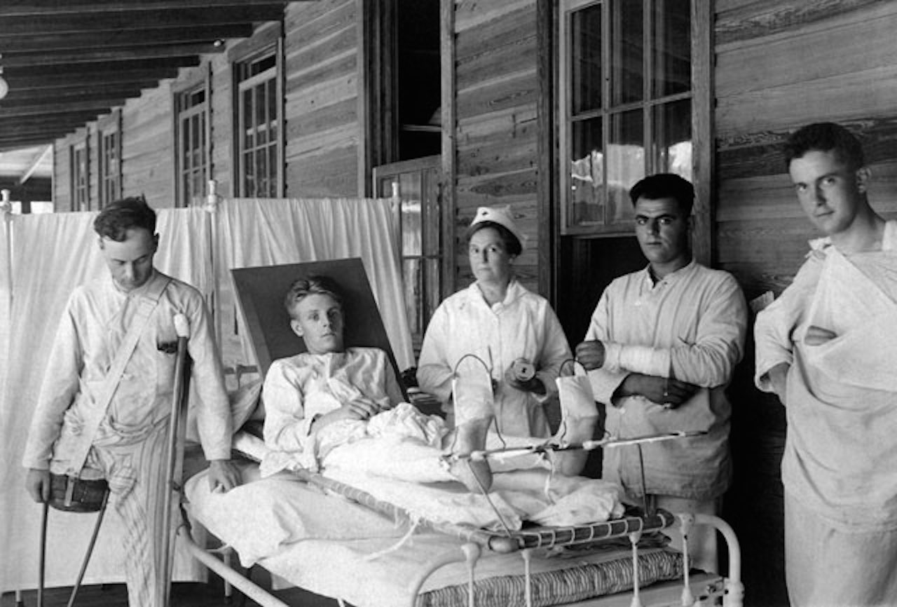 World War I blood bank with multiple nurses and soldiers